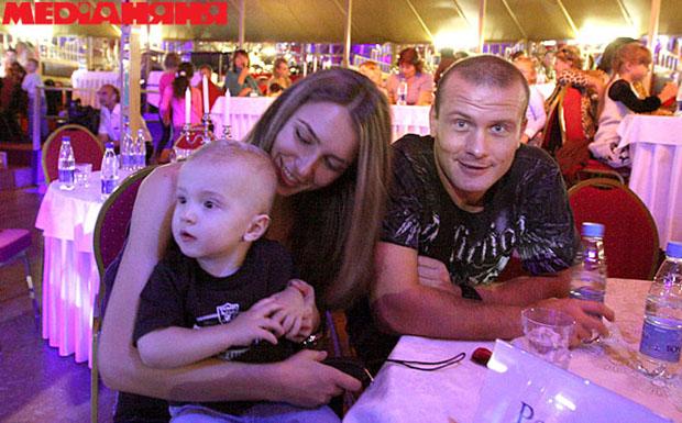Денис манжосов фото с женой год