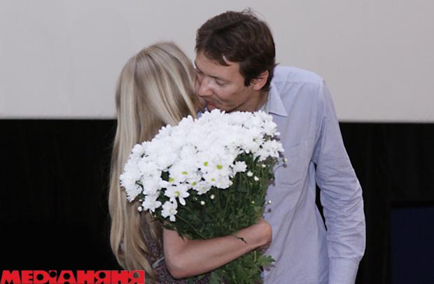 sladkaya-zhenshina-mochitsya-video