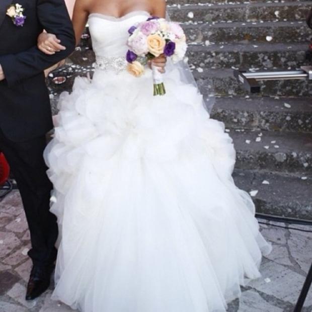 96e66ad0eb9 Димопулос открыла комиссионку и продает... собственное платье