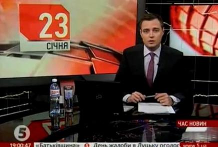 """Милиционерам пришлось силой эвакуировать телеведущих с """"5 канала"""""""