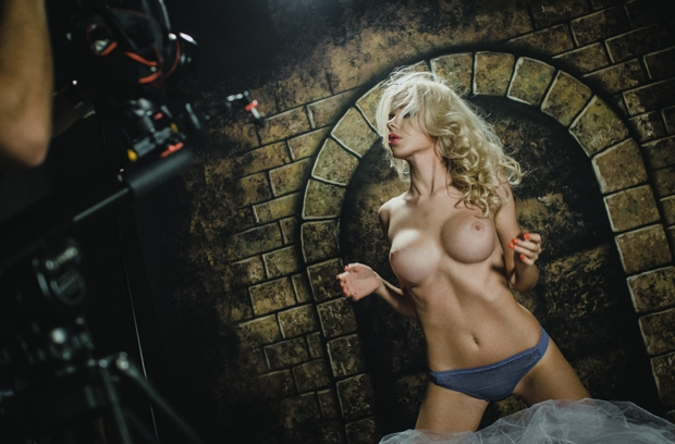 Каких порно моделей можно снять на ночь, порно начел муж закончил тесть