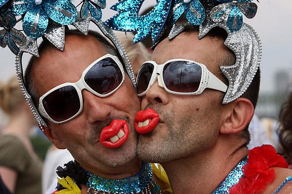 Гомосексуалисты на телевидиние