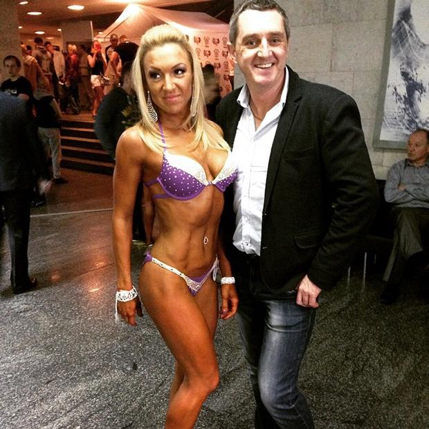 жена в бикини фото